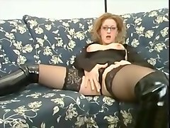going down on curvy girl in glasses and lipstick