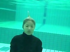 water polo girl fight underwater